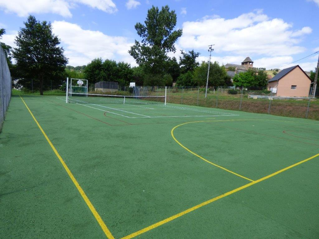 Terrain de tennis, basket, communal